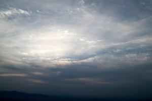 雲の向こうの太陽
