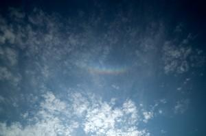 日蝕時の虹