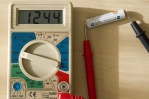 テスターで1.2V電池を計測