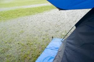 浸水したテント