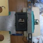 オプションスイッチカバーに穴あけ加工