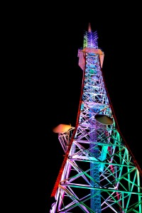 テレビ塔の紫